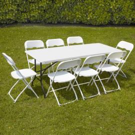 Table rectangulaire avec 6 ou 8 chaises pliantes